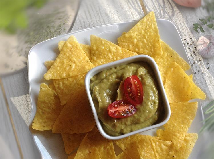 Guacamole mit Nachos (für 2 Personen)