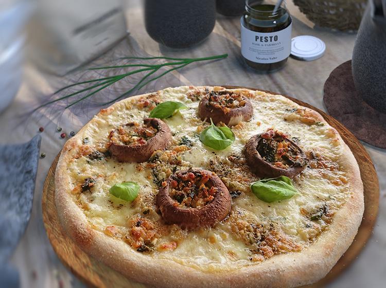 Champignon-Knoblauch-Pizza, Pizza al funghi e aglio