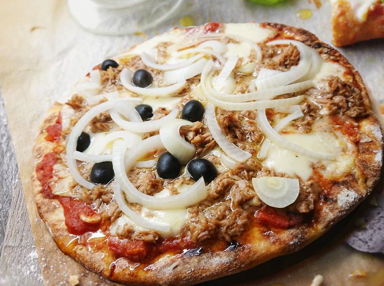 Pizza Tonno (Rezept für 2 Pizzas)