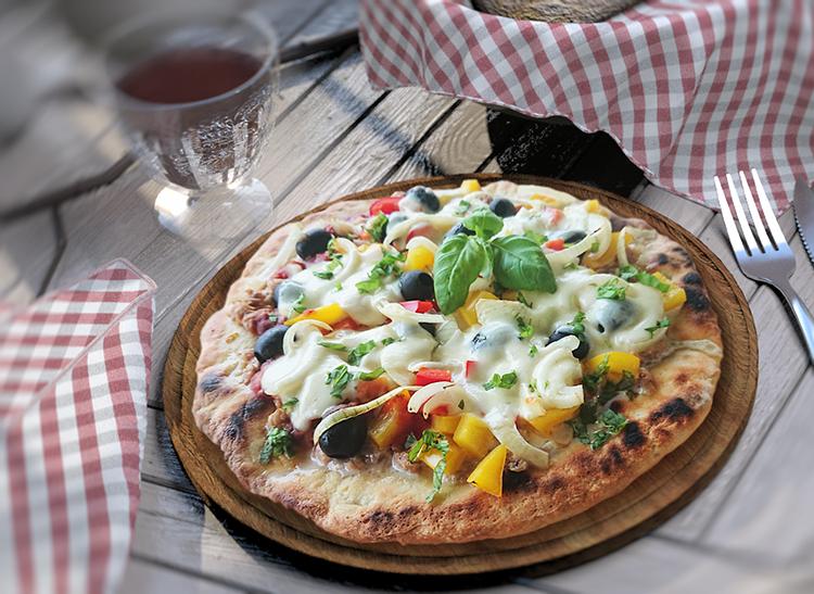 Thunfischpizza mit Mozzarella